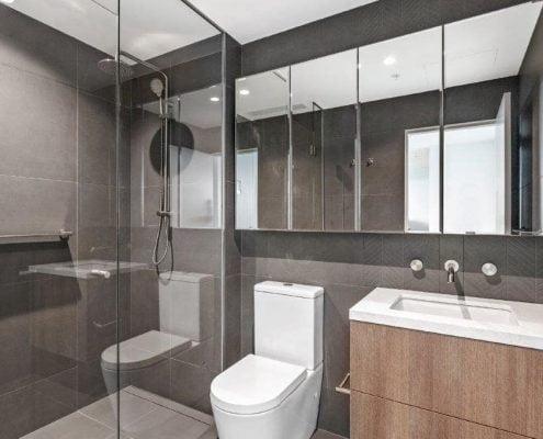 804-24 Windsor Trc bathrooom